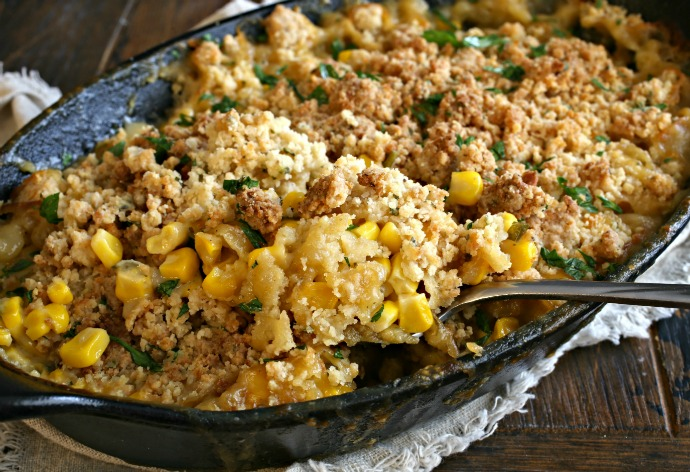 Casserole of corn and smoked cheddar cheese sauce, topped with breadcrumbs.