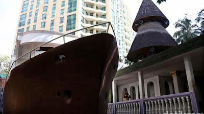 Masjid Unik model perahu menara