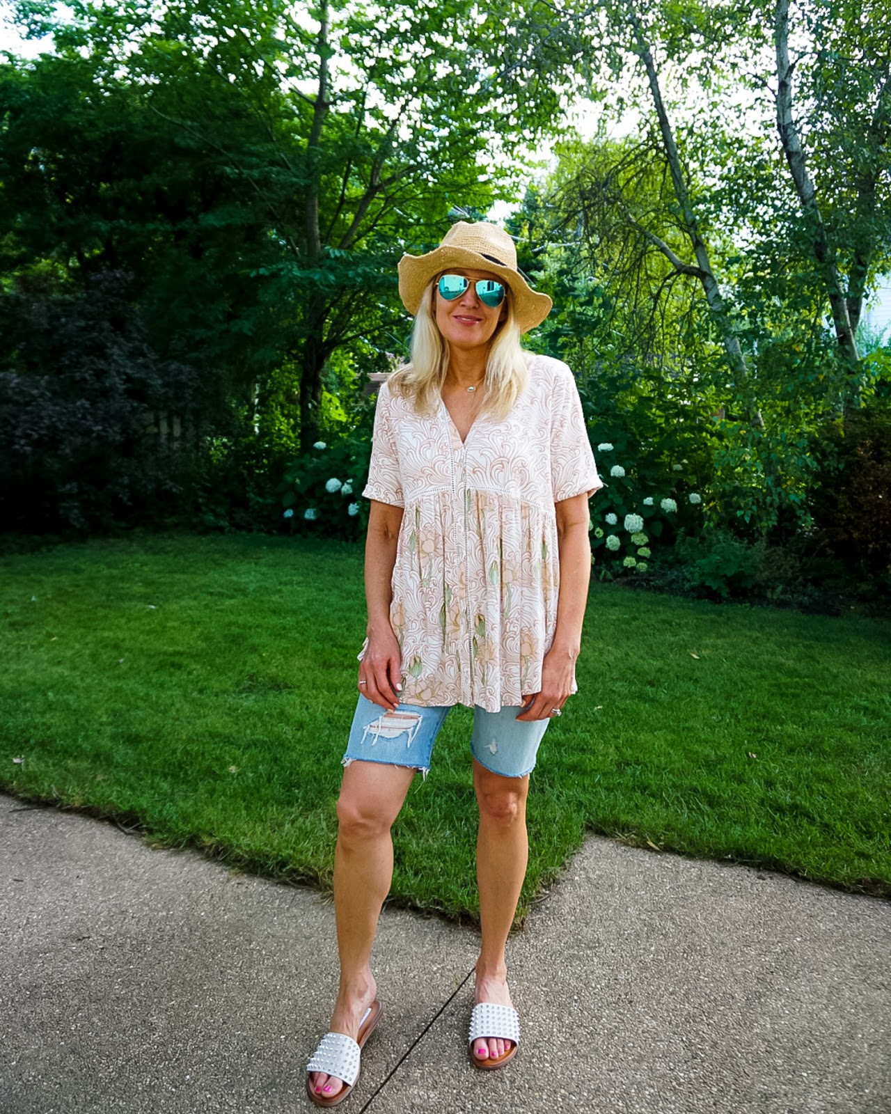 Bermuda Shorts Outfit Idea
