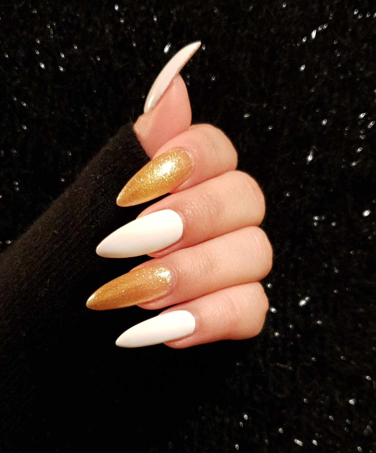 Coole Gelnägel Beauty Fashion Lifestyle Weiß Goldene Gelnägel