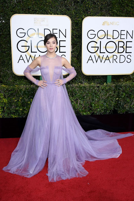 Hailee Steinfeld in a Long Purple Gown At 2017 Golden Globes