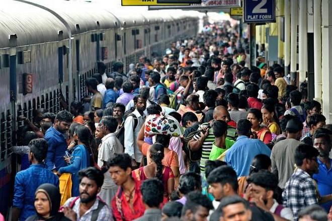 छठ 2019 : ट्रेन के टॉयलेट में बैठ घर आने को मजबूर हैं लोग