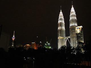 Kuala Lumpurs main symbol by night