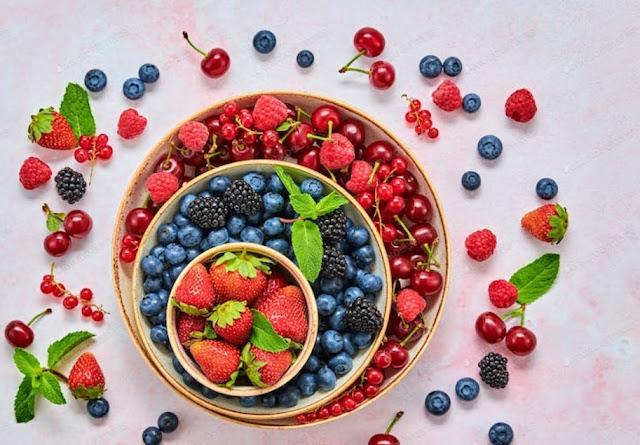 الأطعمة التي يجب تناولها للحصول على شعر صحي وأظافر