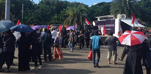 Dewi Tanjung Klaim Massa Kontra Anies Wakili Masyarakat DKI