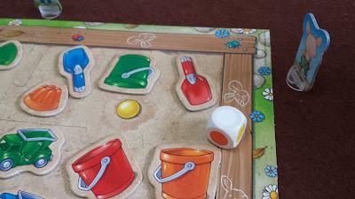 砂場のおもちゃ集め(Sandkasten-Sammelspiel) 白の目