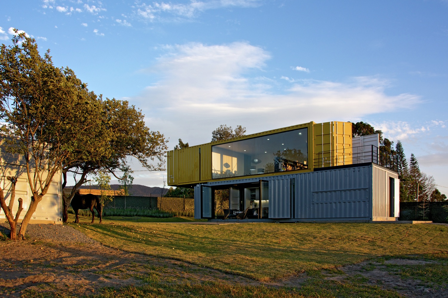 Shipping container homes huiini container house in mexico for Maison container passive