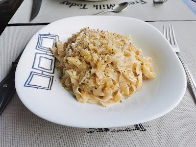 Tagliatelle caseros con crema de gorgonzola, pera y nueces