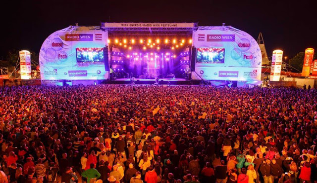 Where are the biggest music festivals in the world?