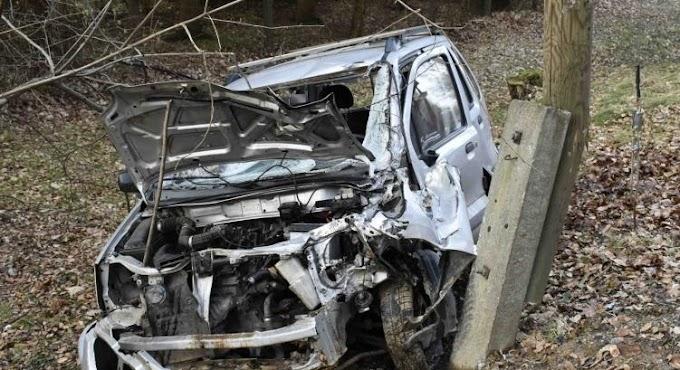 Oszlopnak ütközött egy idős férfi autójával Parádsasvár közelében