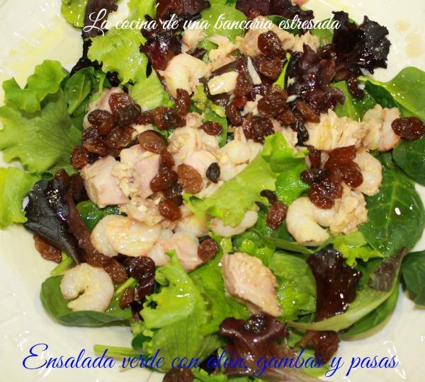 Receta de ensalada verde con atún, gambas y pasas