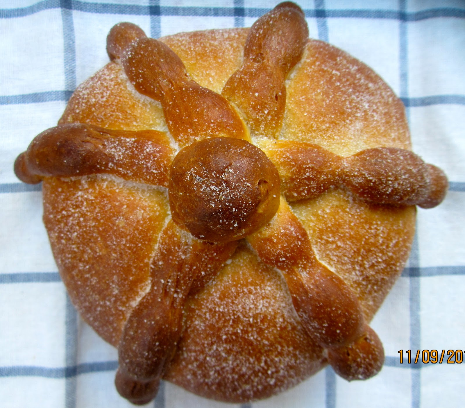 Deutsche Kuche Bread Brot And Meer Pan De Muerto Mexikanisches Totenbrot