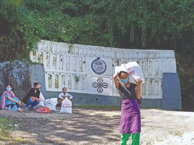 Darjeeling Ex-students of St Paul's join hands with RKM to provide ration for elderly ladies