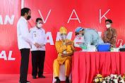 Tinjau Vaksinasi Massal di Kepri, Presiden: Manajemen Distribusi Vaksin Berjalan Dengan Baik