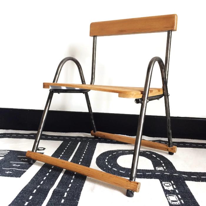 les mh mes en goguette mon premier bureau pour gribouiller. Black Bedroom Furniture Sets. Home Design Ideas