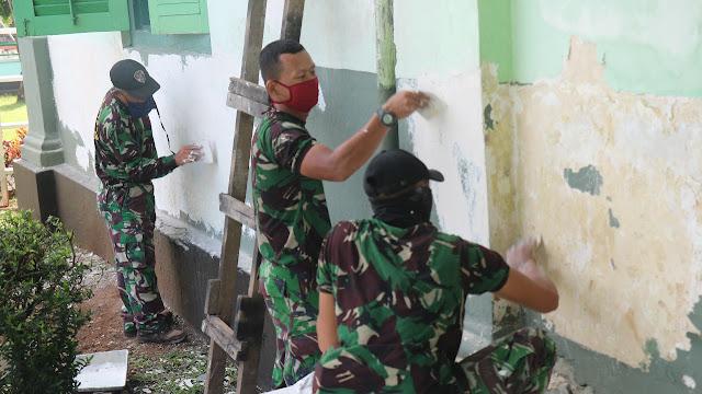 Lestarikan Bangunan Cagar Budaya, Prajurit Kodim Purbalingga Lakukan Perawatan Rutin