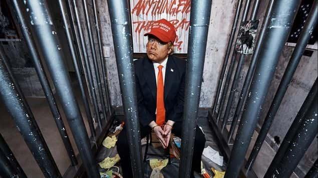 """Presentan a un """"Trump"""" encarcelado y rodeado de ratas en su hotel de Nueva York"""