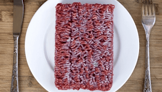 هل نسيت اذابة اللحم في الوقت المحدد؟ مع هذه الحيلة يمكنك تدارك ذلك في لمح البصر