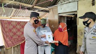 Tak Henti Untuk Terus Membantu, Kapolres Enrekang Berikan Bantuan Paket Sembako kepada Warga Terdampak Covid-19