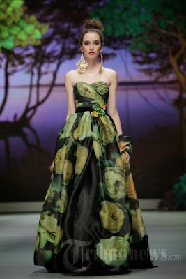 Model Gaun Pesta Ivan Gunawan Modern Terpopuler