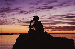 Vì sao chúng ta luôn cảm thấy buồn phiền ?