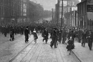 Multitudinaria pelea callejera entre bandas en Glasgow en 1933