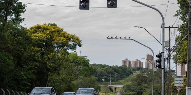 Os semáforos inteligentes da Vila A multam? Entenda