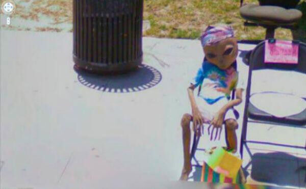 18 Hilariously Weird Moments Captured On Google Street View - What on earth is that