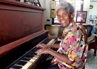 Coralia Mantilla, a sus 87 años mantiene una voz y un ánimo envidiables.