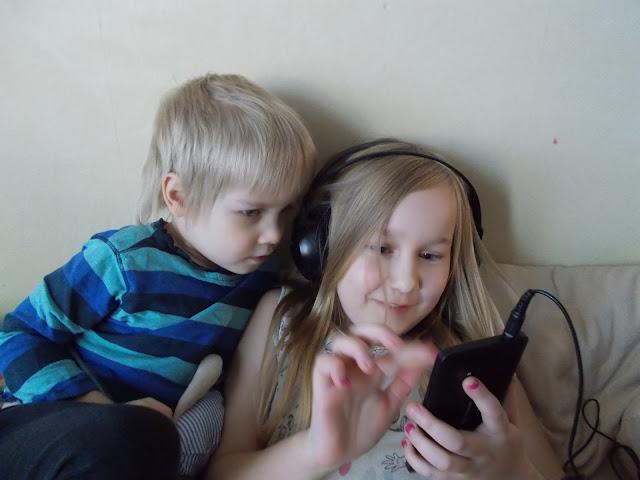 kännykkä joululahjaksi lapselle