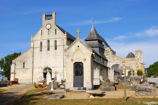 Chiesa e cimitero del villaggio di Jumieges