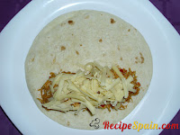 Fajita with sauce and chicken and cheese