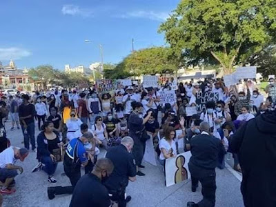 PHOTOS: Miami Police Went On Their Knees, Beg For Forgiveness When Protesters Came