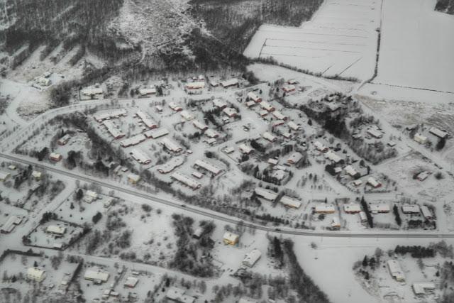 Vista aérea de Ivalo, Finlândia, cheia de neve