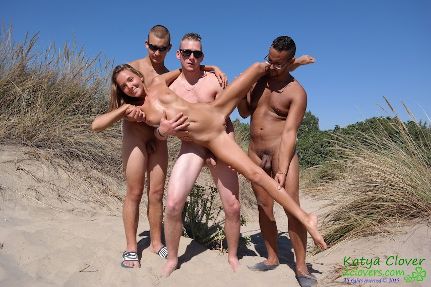[2Clovers.Com] Clover - 3 Dicks Beach Adventure - idols
