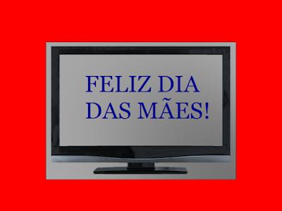 A foto mostra uma TV e na tela diz: Feliz dia das Mães.