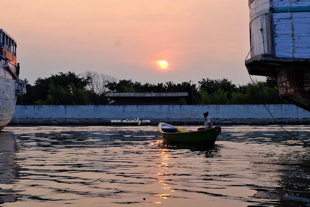 hunting sunset di jakarta