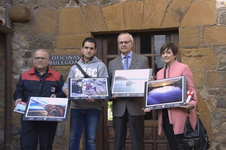 Saioa Antoñana, José Ramón González y Benigno Pérez, ganadores del concurso fotográfico de Petronor
