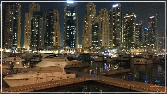 Dubai Marina à noite
