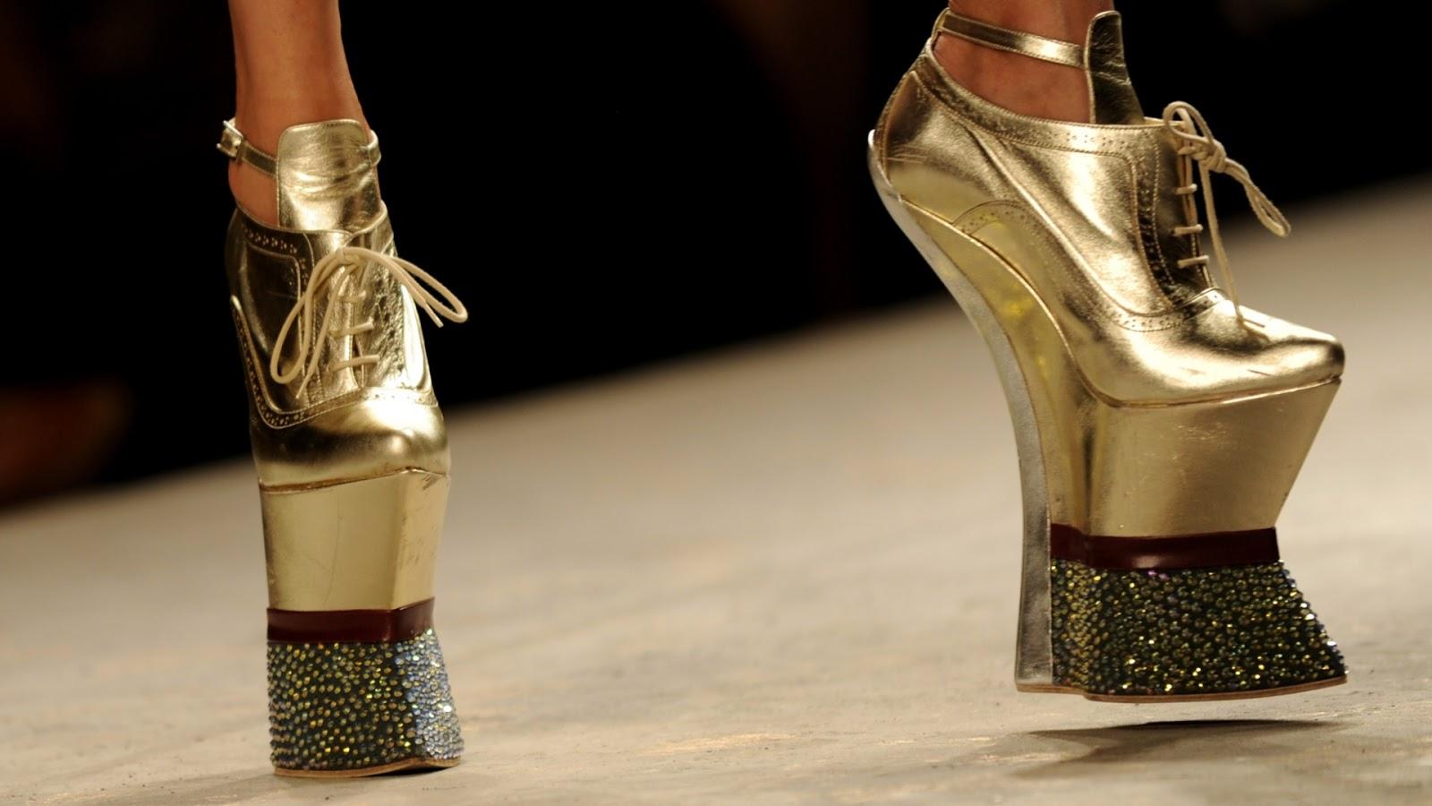 203856563 As coleções de sapatos e bolsas de três grifes italianas que eu faço  questão de apresentar em meu Blogger. Charlotte Olympia, Gianvito Rossi e  Sergio ...