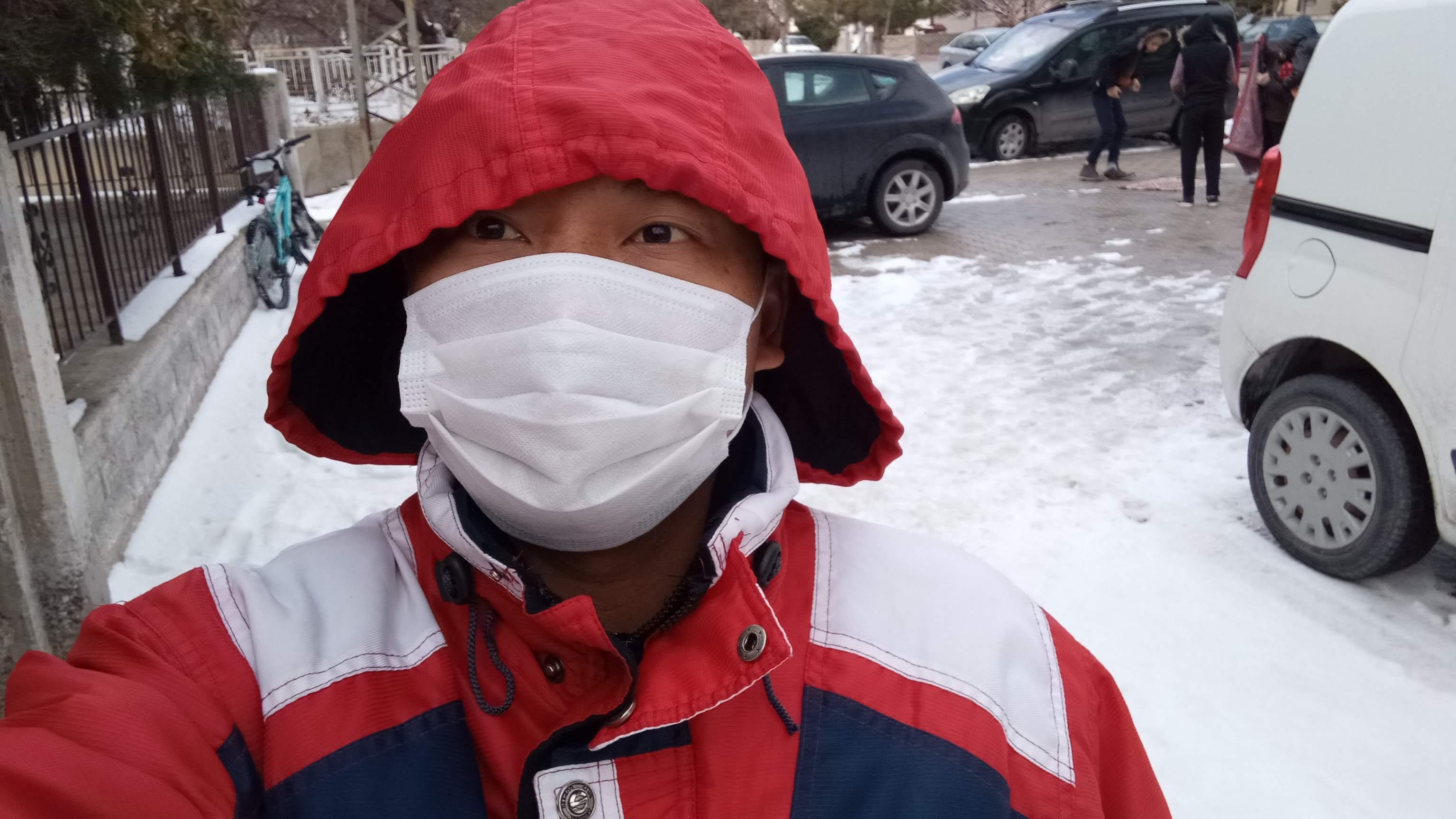 Shalat Jumat Di Tengah-tengah Musim Dingin Saat Hujan Salju