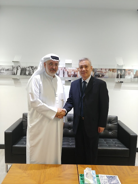 Mr. Mohamed Kanoo (left) welcomed Mr. Chen Zunjiang from Sinopec Catalyst Co., Ltd. (SCC) to The Kanoo Group in Abu Dhabi, UAE.