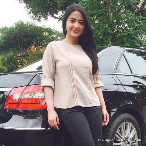Dewi Perssik instagram 2016 baru