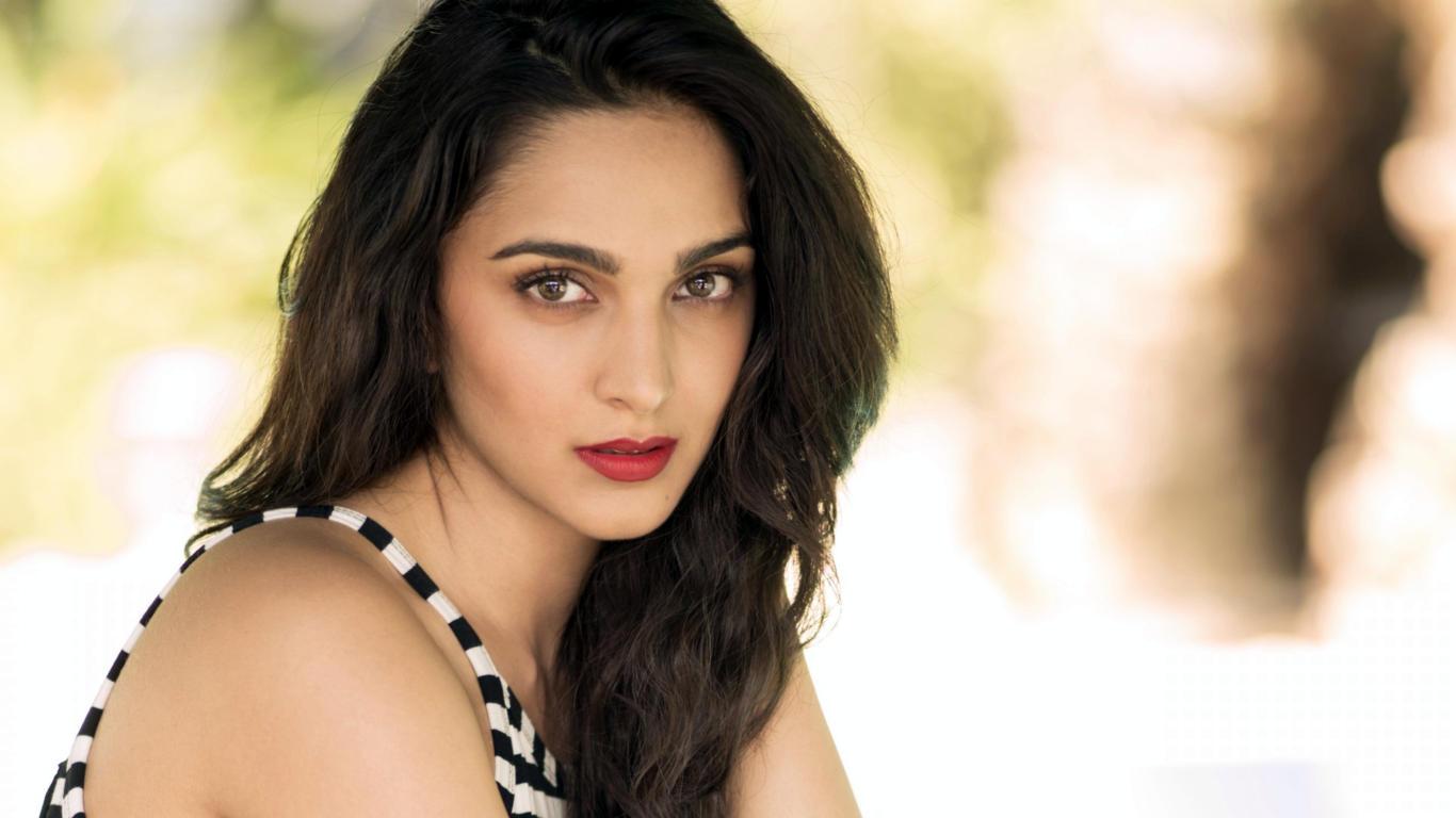 Kiara Advani Bollywood Actress Hot Wallpaper