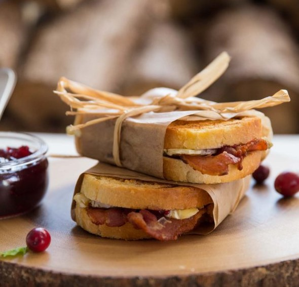 Cranberry Bacon Brie Grilled Cheese #dinner #lunch
