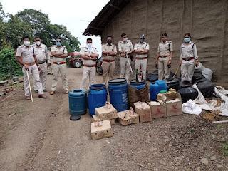 आबकारी विभाग के द्वारा 1,10,000 रुपये की देशी विदेशी शराब जप्त कर दर्ज किये 34(2) के 2 प्रकरण
