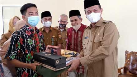 Genius Umar Serahkan Bantuan kepada Anak-anak Panti Asuhan Aisyiyah
