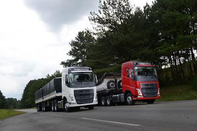 caminhão vermelho, caminhão prata
