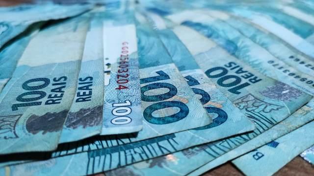Governo propõe salário mínimo de R$ 1.079 em 2021