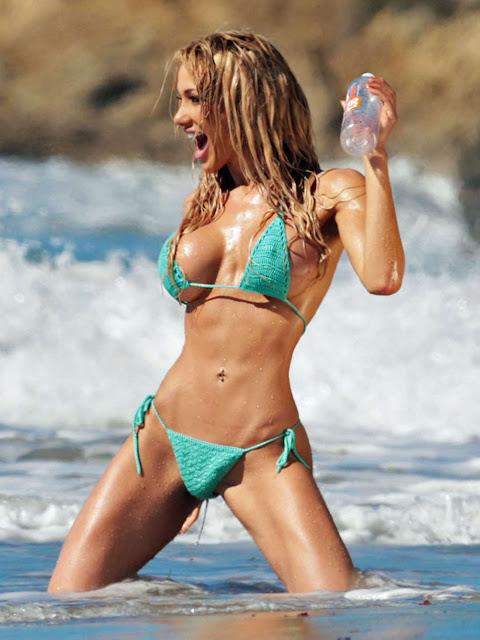 Fotos de Dalia Elliott nua pelada em bikini